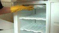 Намерзает лед, иней в морозильнике ELECTROLUX