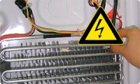 Морозильник ELECTROLUX бьет током